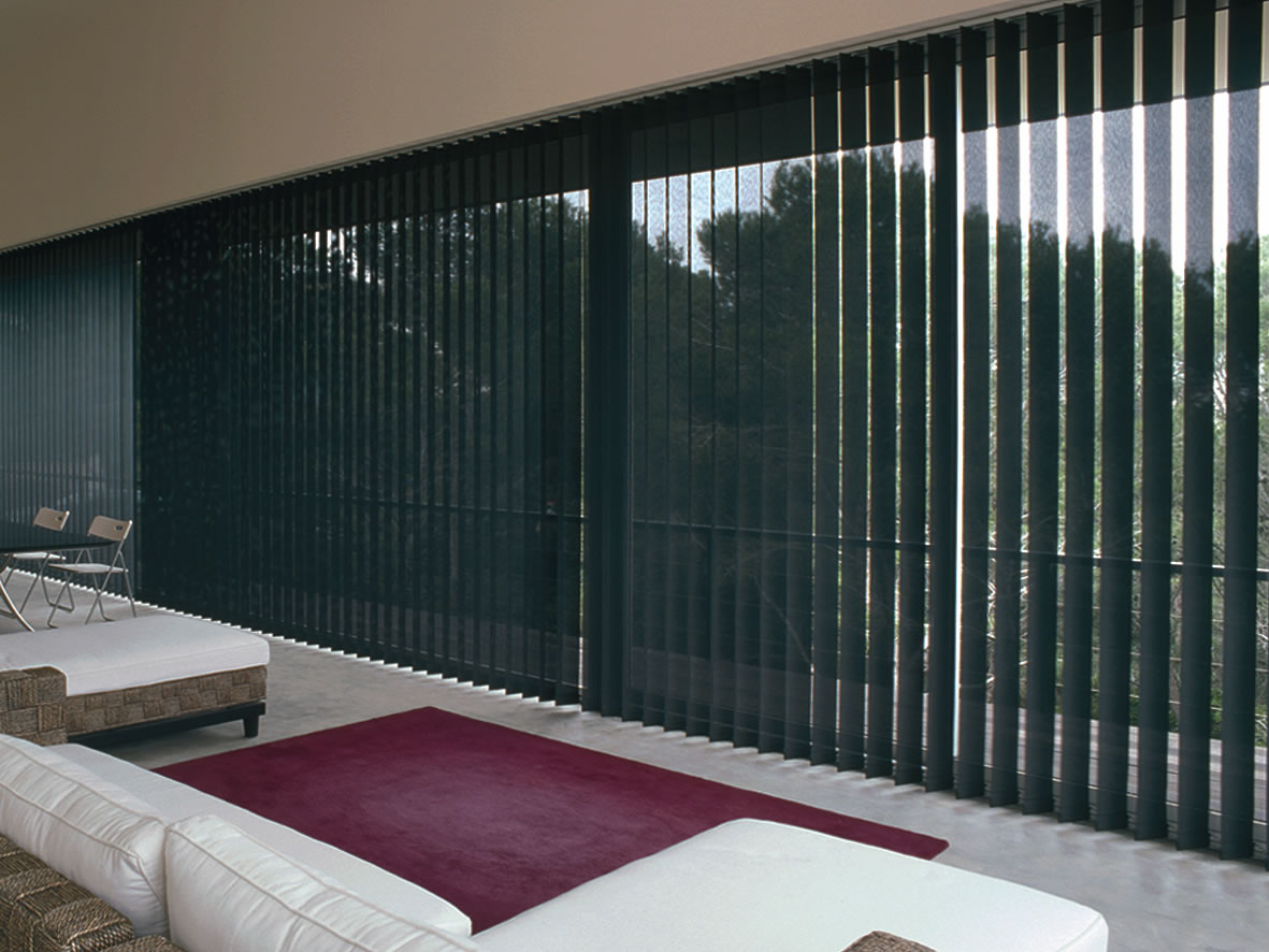 #5C3844 PVC e alumínio. Controlam a luminosidade. São ideais para janelas de  822 Limpeza Em Janela De Aluminio
